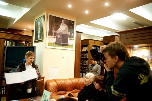 Библиотека им.Добролюбова Презентация книги Александр Кибальников. Жизнь и творчество (4)