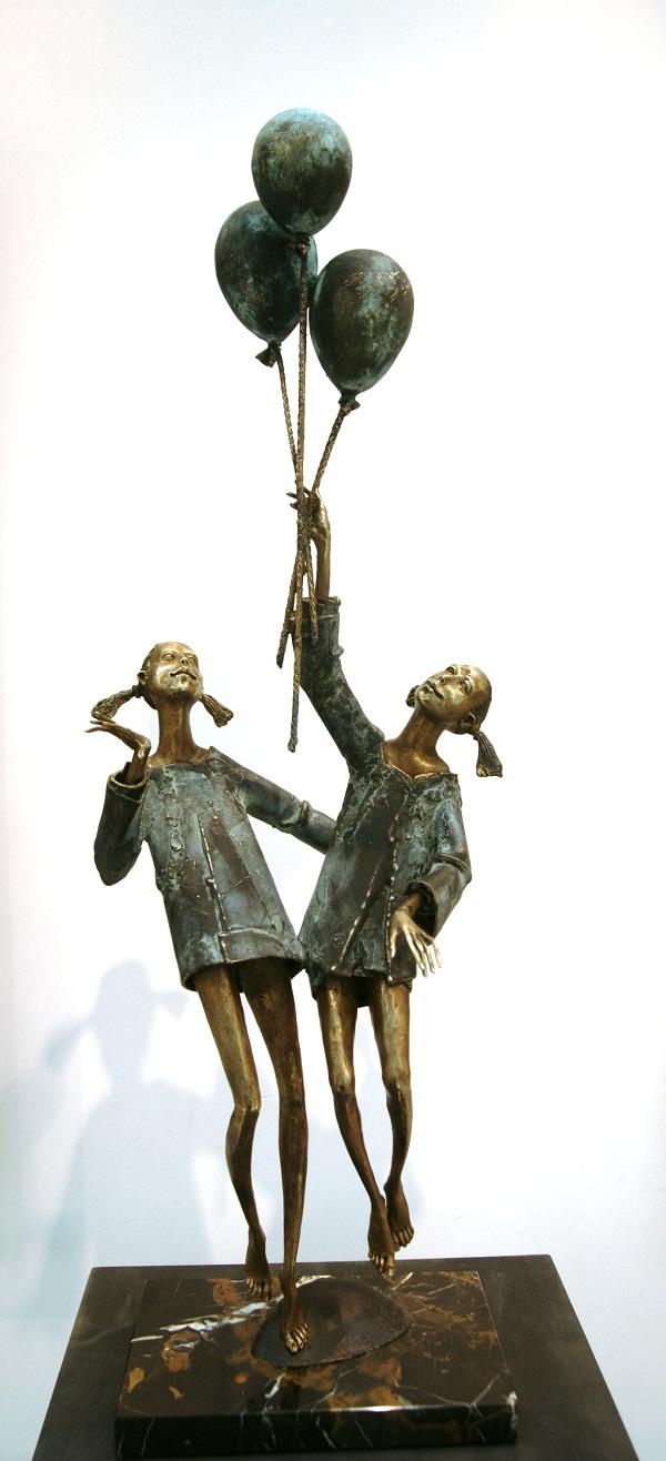 "Скульптор  Петр Мавшов, Композиция ""Праздник"" 87х28х22 бронза, мрамор, 2012 г."