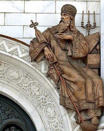 Горельеф на фасаде Храма Христа Спасителя