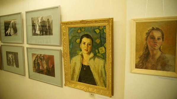 Даниэла Рябичева. Автопортрет рядом с портретом Бабушки Валентины Ивановны Боруновой