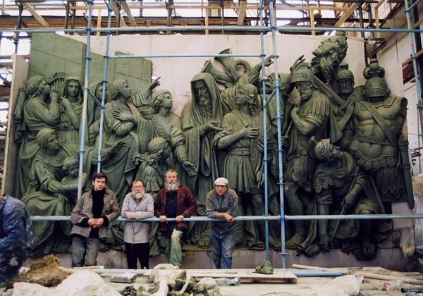 Храм Христа Спасителя (фото из архива Владимира Петровича)