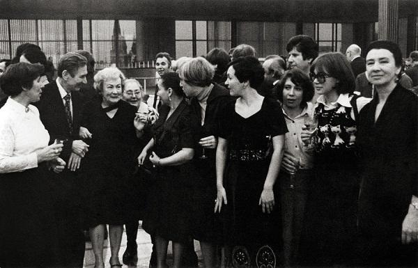Искусствовед  Валентина Ивановна Борунова (справа)  среди коллег (из архива Даниэлы и Александра Рябичевых)
