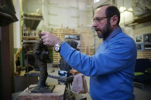 Скульптор Александр-Даниилович Рябичев в мастерской Рябичевых 2011 г.