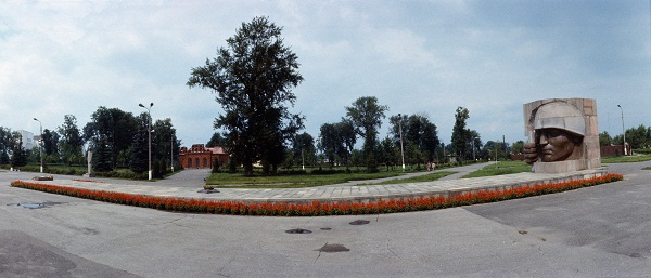 Дмитрий Борисович Рябичев.  Мемориал в Коломне,  гранит, 1971 г. панорама