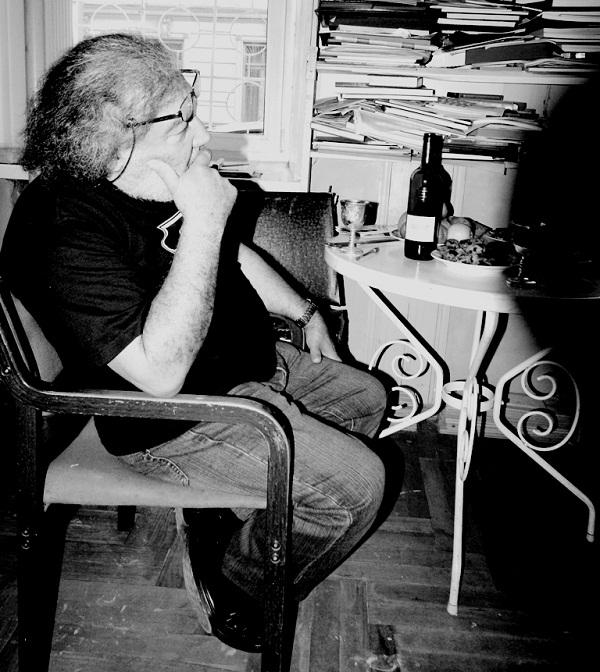 Аннамухамед Зарипов в своей мастерской, 2010 г.