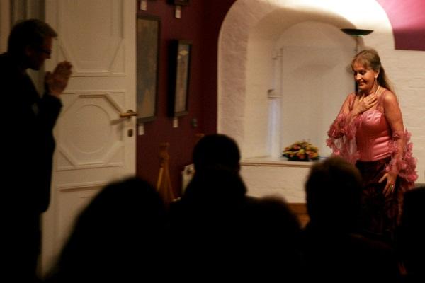 Вера Белова   сопрано, лауреат всероссийских конкурсов, дипломант международного конкурса вокалистов (Италия), солистка Русского Музыкального Фонда