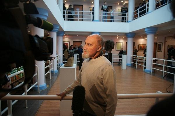 Интревью с искусствоведом Григорием Климовицким на выставке Аннамухамеда Зарипова в галее На Чистых прудах,  ноябрь, 2011 г.