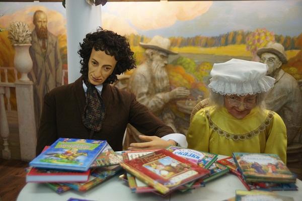 Пушкин с няней Библио Глобус