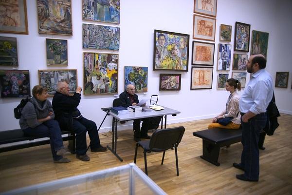 Художник  Леонид Рабичев  Выставка в ЦДХ.  Леонид Николаевич  читает свои стихи гостям вернисажа