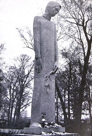 Скульптор  Дмитрий Борисович Рябичев  Мемориал в Коломне (гранит, 1971 г)