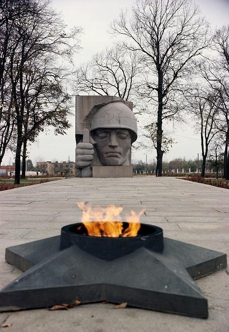 Скульптор  Дмитрий Борисович Рябичев Мемориал,  посвященный памяти погибших Воинов-коломенцев