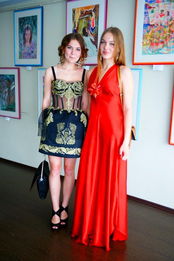 МАХЛ РАХ, выпускницы Ангелина Замотаева и Даниэла Рябичева, 23 июня, 2013 г.
