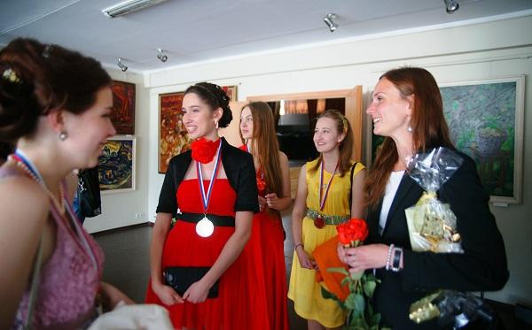 С любимым преподавателем  Александрой Сергеевной Семеновой (справа), МАХЛ РАХ, 23 июня, 2013 г.