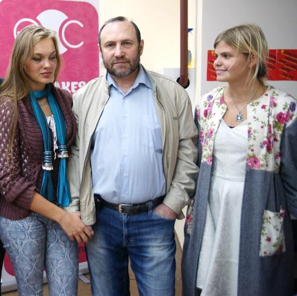 Скульптор Александр Рябичев с дочерью Даниэлой и дизайнером Милой Макаровой -- куратором Мастер-класса в Музее Москвы