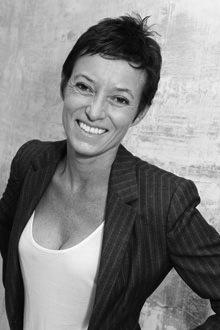 Зигрид Кирк (Sigrid Kirk), коллекционер, куратор, арт-консультант Bloomberg, продюсер театральных проектов и модных показов. Соучредитель агентства Arts Co — организатора крупнейших в Великобритании проектов в области искусства и дизайна