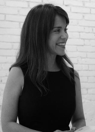 САН-ПАУЛУ Изабелла Прата (Isabella Prata), куратор, меценат, коллекционер, основатель школы искусств Escola São Paulo. Ее деятельность тесно связана с культурными учреждениями, поощряющими творчество молодых бразильских художников. В 1990-х годах являлась членом правления Музея современного искусства в Сан-Паулу. Впервые привезла в Бразилию выставки Ричарда Принса, Мэтью Барни, Сэм Тейлор-Вуд, Трейси Эмин, Феликса Гонсалес-Торреса, Синди Шерман, Роберта Мэпплторпа, Жана-Мишеля Баския, Марио Тестино, Роберта Гобера, Габриэль Ороско, Аниша Капура, Нан Голдин, Ман Рэя, Гари Хилла, Стива Маккуина и др.