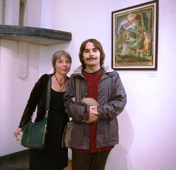 Художник   Анна Замула с сыном  на выставке Юрия Петкевича в Театре Школа драматического искусства