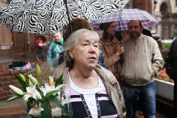 валентина Александровна Кибальникова,  интервью журналистам,  открытие доски памяти Александра Кибальникова 5 сентября, 2013 г.