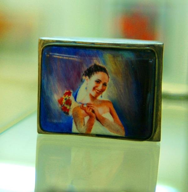 Портрет дочки Веры  на шкатулке  работы Валентина Ивановича Вдовченко
