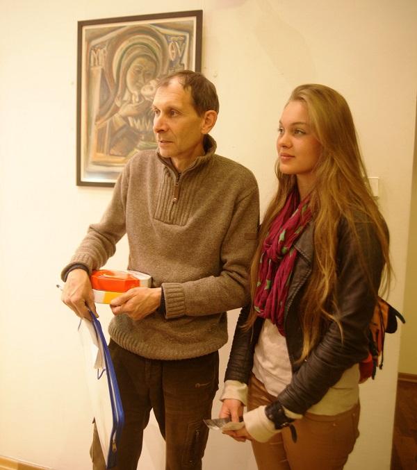 Юрий Петкевич и Даниэла Рябичева  на персональной выставке  Юрия Петкевича  в Театре  Школа драматического искусства