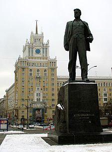 Скульптор  Александр Кибальников Памятник Маяковскому, 1958 г., бронза, Москва, Триумфальная площадь