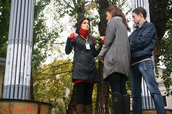 Куратор проекта  Марина Звягинцева  с журналистами
