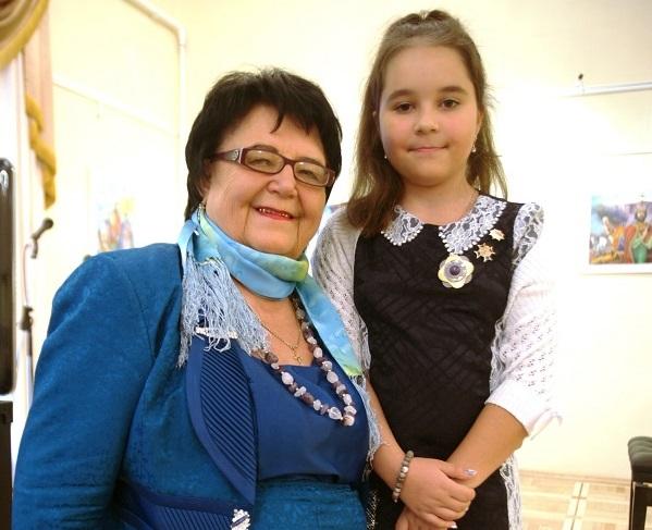 Лиза Радченко с бабушкой Галиной Михайловной Корольковой