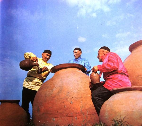 записки о художникахТбилисоба КАХУРИ  Кахетинское вино