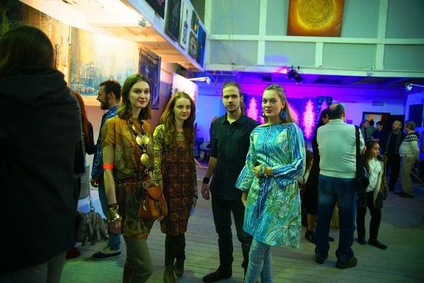 Слева направо: участники  София Загряжская,  куратор Александра Пашкина (Апельсинова),  Станислав Воронков и  Даниэла Рябичева