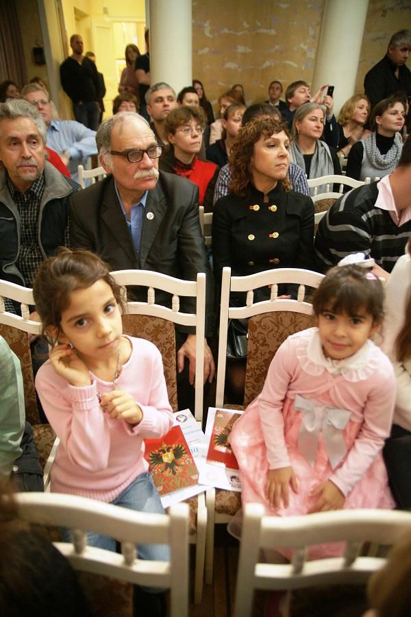 Самые юные участницы конкурса --  Анна Данса и Льерена Мэса Лаура педагог  Омар Годинес Лансо