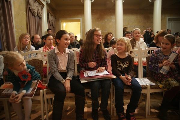 Одна из победительниц конкурса Кристина Ким на Церемонии награждения 17 ноября 2013 г. Международный Фонд  славянской письменности и культуры
