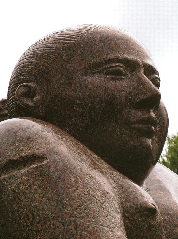 """Скульптор  Виктор Корнеев """"Улыбка"""" Фрагмент 2007 г,"""