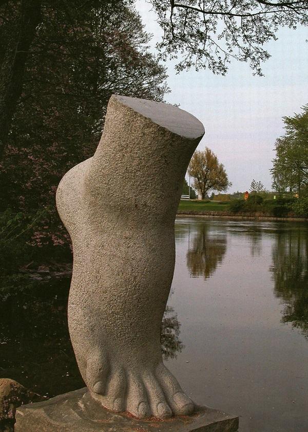 """Скульптор  Виктор Корнеев """"Прикосновение""""  2008 г."""