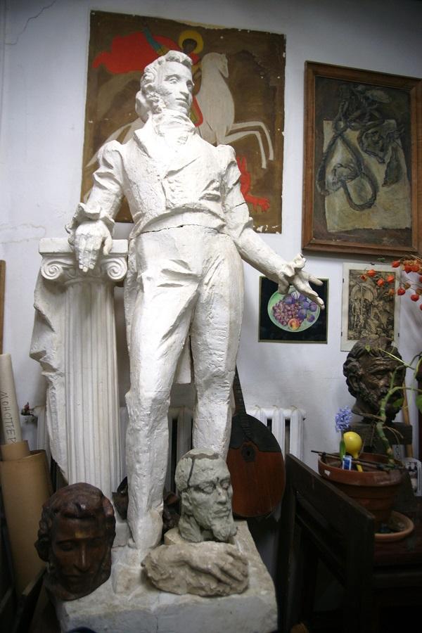 Эта Мастерская — история двух поколений известных скульпторов Бориса Ивановича Дюжева, Аглаи Георгиевны Кнорр и Елены Дюжевой