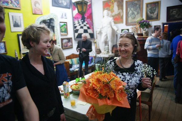 Скульптор  Елена Дюжева встречает гостей  в своей Мастерской