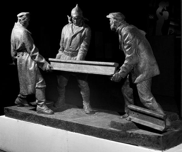 Скульптор Александр Рябичев Композиция «Комсомольцы 20-ых годов» 1978 г. гипс
