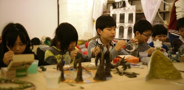 записки о художниках АРТ-РЕЛИЗ.РФ, японские дети на мастер-классе Мастерская Рябичева в Музее Москвы..........