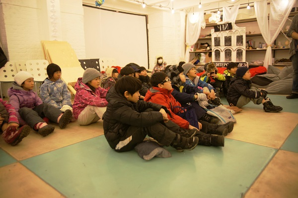 записки о художниках АРТ-РЕЛИЗ.РФ, японские дети на мастер-классе Мастерская Рябичева в Музее Москвы