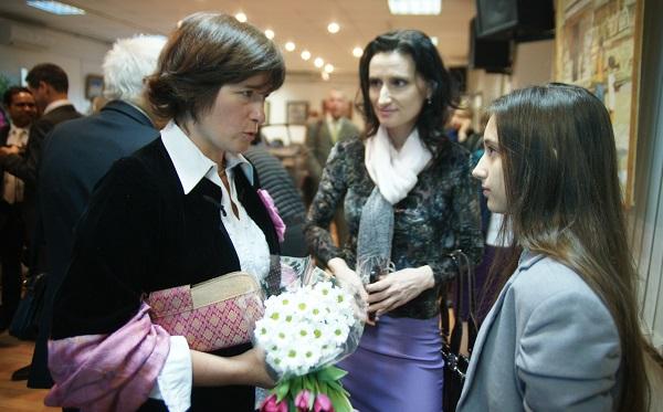Ольга Лисенкова с молодыми художниками