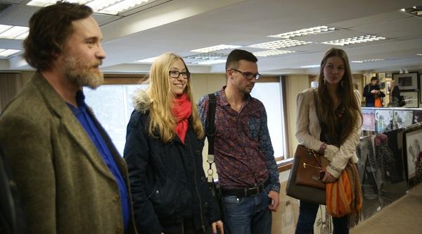 художник Илья Комов и участники Молодежной Выставки в МОСХ на Беговой Мария Комова и Даниэла Рябичева (справа)
