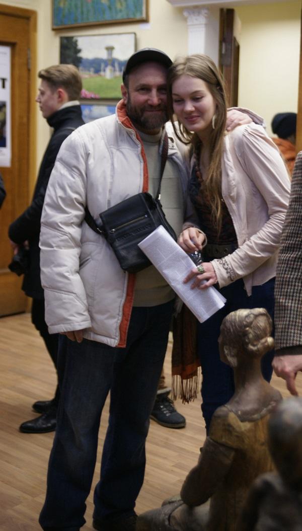 Скульптор  Александр Рябичев  с дочерью Даниэлой