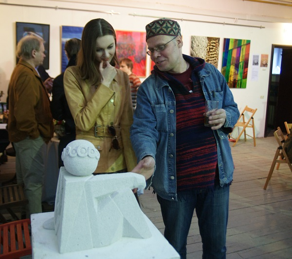 Алексей Горбушин рассказывает о скрытых смыслах своей композиции «Марина Цветаева» Мастерская скульптора Александра Рябичева