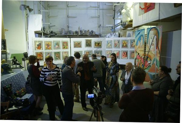 Художник  Омар Годинес имеет богатый художественный опыт  в познании мира посредством творчества. Главное, что он ощущает  в картинах Маргариты -- большую мудрость видеть мир с любовью.