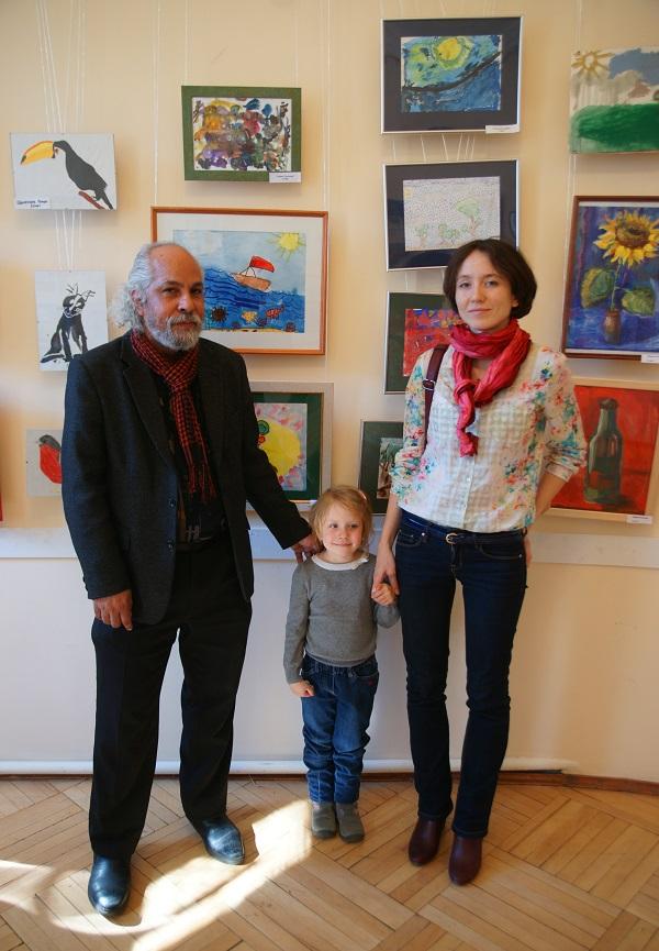София, ученица  Омара Годинеса,  с мамой и своим учителем