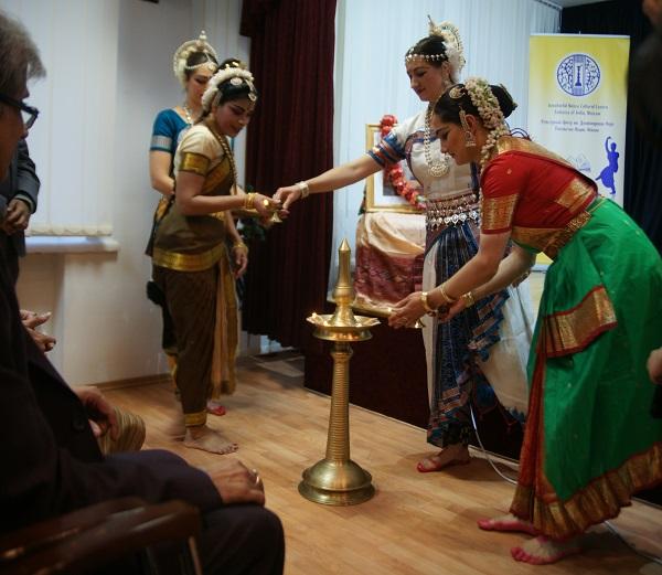 Церемония зажигания огня Культурный центр им.Дж.Неру Концерт, посвященный  гуру Келучарану Мохапатре