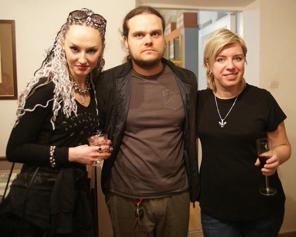 Евгения Кове-Петрова,  Антон Кетов, Мария Растихина на своей выставке в Государственном Литературном Музее