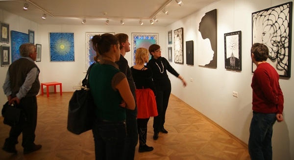 Искусствовед Ольга Петрова  на Выставке в Государственном Литературном Музее