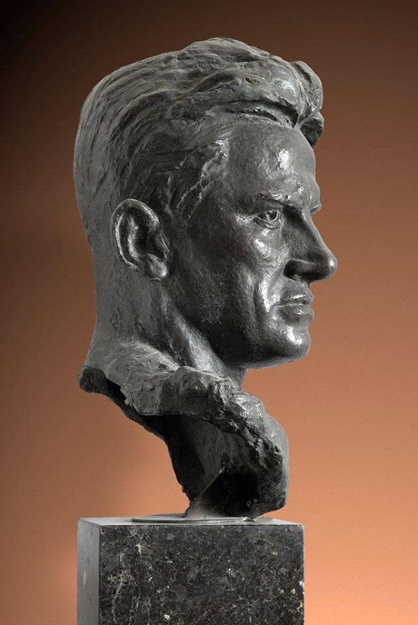 Скульптор  Александр Кибальников портрет В.Маяковского