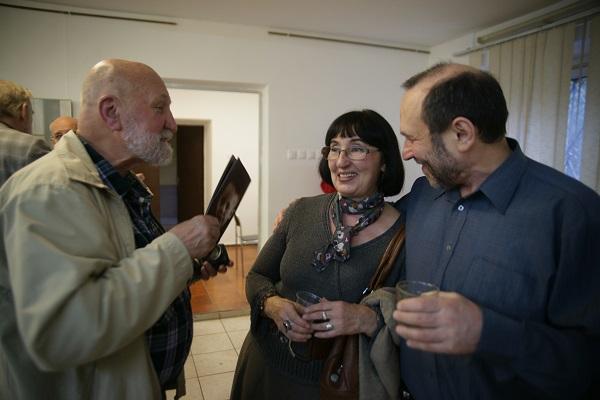 С художниками  Еленой Гурвич  и Александром Рябичевым (справа)