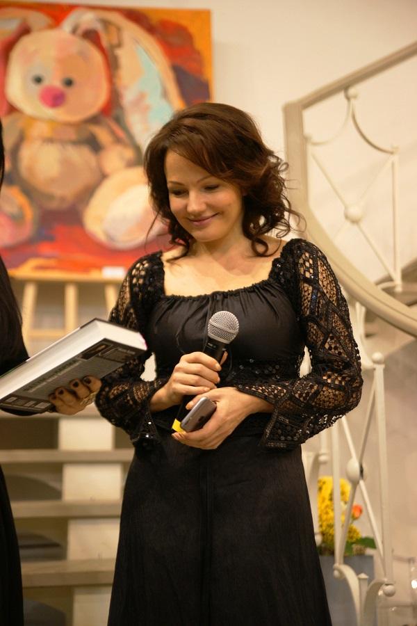 Дарья Багринцева автор выставки «Curriculum Vitae»  (Ход Жизни)